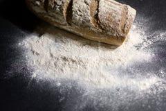 Pan completamente cocido en la harina Fotografía de archivo