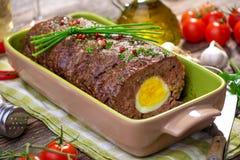 Pan con carne con los huevos hervidos imagenes de archivo