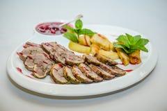 Pan con carne envuelto tocino cocido Imagenes de archivo