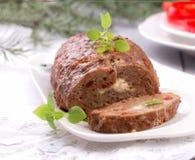 Pan con carne hecho en casa cortado fotos de archivo