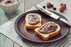 Pan con crema de la avellana Imagen de archivo libre de regalías