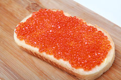 Pan con el caviar rojo Imagenes de archivo