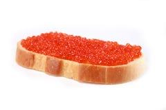 Pan con el caviar rojo Fotos de archivo libres de regalías