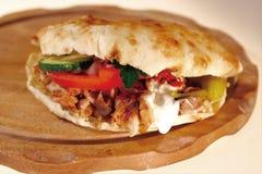 Pan con el kebap Fotos de archivo