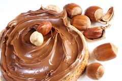 Pan con la extensión de la avellana del chocolate dulce Imagenes de archivo