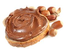 Pan con la extensión de la avellana del chocolate dulce Imagen de archivo libre de regalías