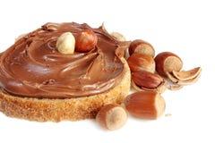 Pan con la extensión de la avellana del chocolate dulce Fotografía de archivo