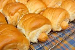 Pan con la salchicha Imagenes de archivo