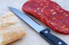 Pan con la salchicha del ajo Imagen de archivo libre de regalías