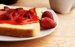 Pan con las fresas Imagen de archivo libre de regalías