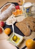 Pan con las frutas Fotografía de archivo