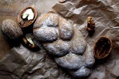 Pan con las nueces fotografía de archivo libre de regalías