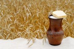Pan con leche Imágenes de archivo libres de regalías