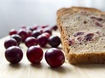 Pan con los arándanos en un tablero de madera Foto de archivo libre de regalías