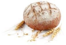 Pan con los oídos del trigo Imágenes de archivo libres de regalías