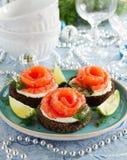 Pan con los salmones salados Fotografía de archivo libre de regalías