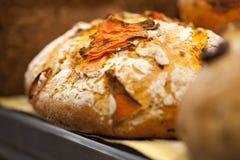 Pan con los tomates Imagenes de archivo