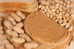 Pan con mantequilla de cacahuete Fotos de archivo libres de regalías