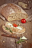 Pan con mantequilla y el cuchillo Foto de archivo