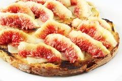 Pan con queso e higos Imagen de archivo libre de regalías