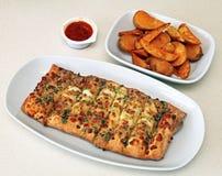 Pan con queso y patatas cocidas Foto de archivo