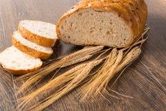 Pan cortado con los cereales Imágenes de archivo libres de regalías