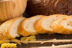 Pan cortado con los cereales Imagen de archivo libre de regalías