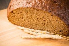 Pan cortado con los cereales Fotos de archivo libres de regalías