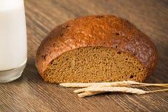 Pan cortado con los cereales Fotografía de archivo
