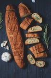 Pan de ajo con romero fotos de archivo