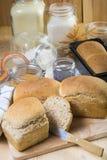 Pan de pan amargo hecho en casa con las semillas Fotos de archivo libres de regalías