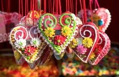 Pan de jengibre de la forma del corazón del día de tarjetas del día de San Valentín de la Navidad Imagenes de archivo