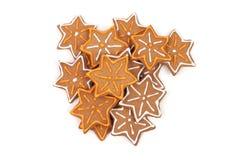 Pan de jengibre de la Navidad en el fondo blanco Imagen de archivo libre de regalías