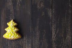 Pan de jengibre del árbol de navidad por Años Nuevos y la Navidad Fotos de archivo libres de regalías