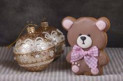 Pan de jengibre del jengibre bajo la forma de oso de peluche Fotos de archivo
