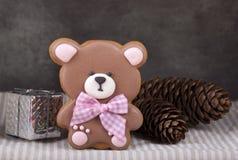 Pan de jengibre del jengibre bajo la forma de oso de peluche Imágenes de archivo libres de regalías