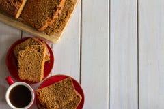 Pan de jengibre desde arriba en blanco Foto de archivo libre de regalías