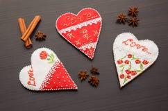 Pan de jengibre el día de tarjeta del día de San Valentín Fotografía de archivo libre de regalías