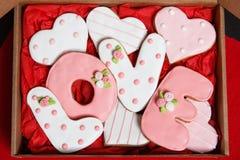 Pan de jengibre el día del ` s de la tarjeta del día de San Valentín Foto de archivo