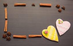 Pan de jengibre el día del ` s de la tarjeta del día de San Valentín Foto de archivo libre de regalías