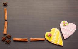 Pan de jengibre el día del ` s de la tarjeta del día de San Valentín Imágenes de archivo libres de regalías