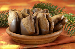 Pan de jengibre en el atasco del bocadillo del chocolate, galletas de la Navidad Imágenes de archivo libres de regalías