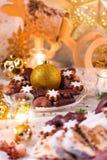 Pan de jengibre fresco y sabroso de la Navidad Imagen de archivo libre de regalías