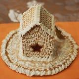 Pan de jengibre hecho en casa adornado con la formación de hielo Fotografía de archivo
