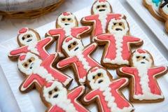 Pan de jengibre y galletas en la forma de Santa Claus Foto de archivo libre de regalías