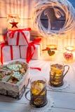 Pan de jengibre y té con la naranja para la Navidad Imagen de archivo