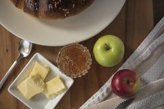 Pan de la acción de gracias con mantequilla y atasco Fotos de archivo libres de regalías
