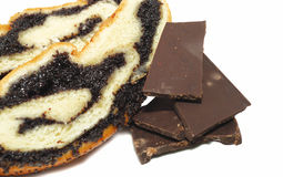 Pan de la amapola con el chocolate oscuro Imágenes de archivo libres de regalías