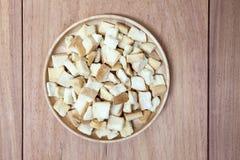 Pan de la ensalada en plato Imagenes de archivo