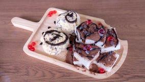 Pan de la tostada con helado y jalea Foto de archivo